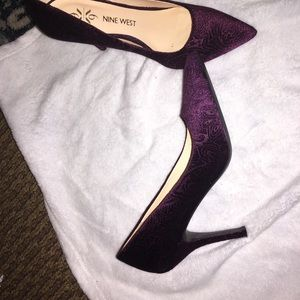 New with tag Nine West Pointy toe purple pumps!